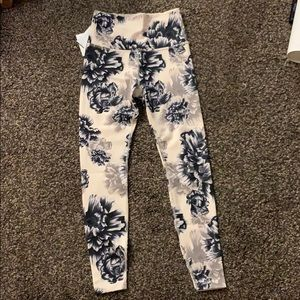Beyond Yoga NWT sz Small Floral print legging